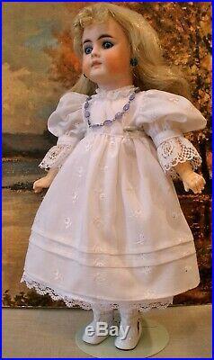 Antique 15 German Bahr & Prochild closed mouth Belton doll (French market)